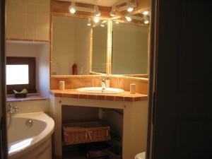 Le Micocoulier salle de bain